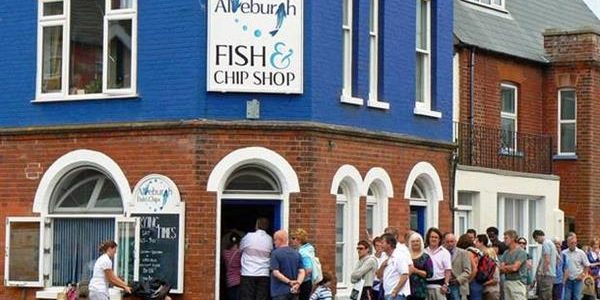 A Guide to the Tastiest Places in England: fish and chips in Aldeburgh,fresh pyclets in Derby,bakewell tart in York,chocolate at Cadbury World and much more
