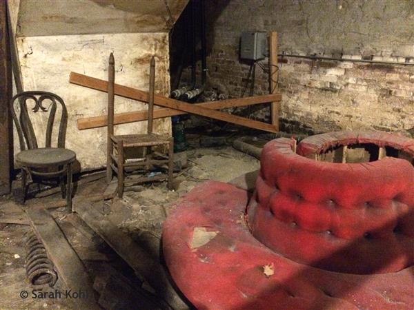 Abandoned settee
