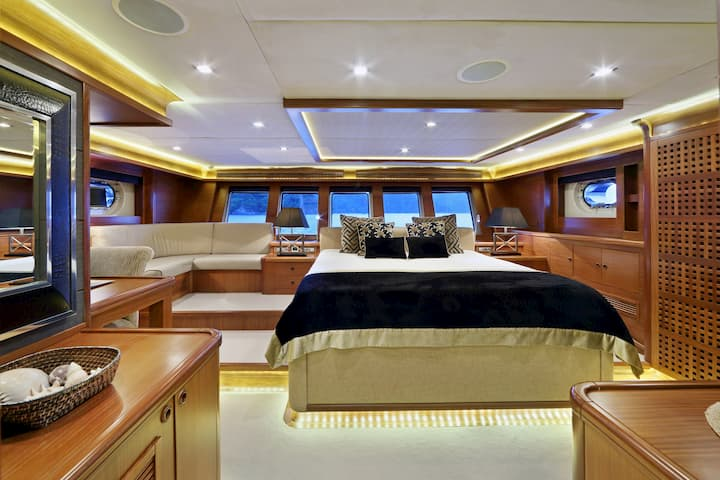 bedroom in gulet ship Daima
